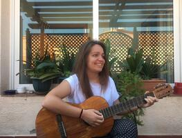 Andrea Hita guitar