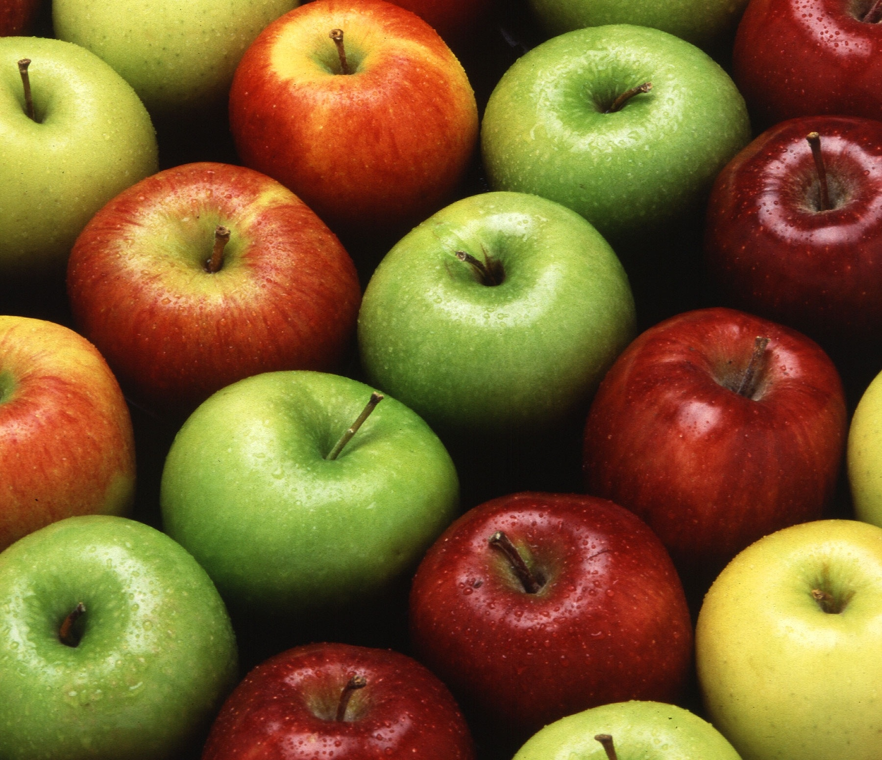 Apples-560908-edited